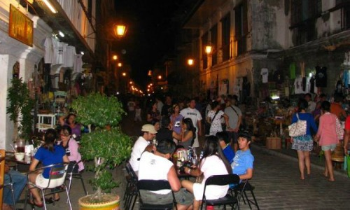 Calle Crisologo at night2