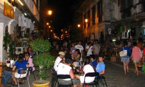 Calle Crisologo at night2