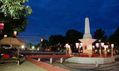 Plaza Salcedo at night
