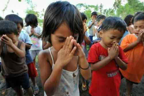 Children in prayer care mayon-volcano