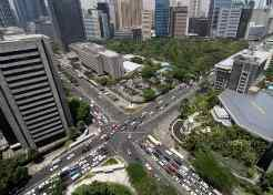 Ayala Triangle care top10-travel-destinations