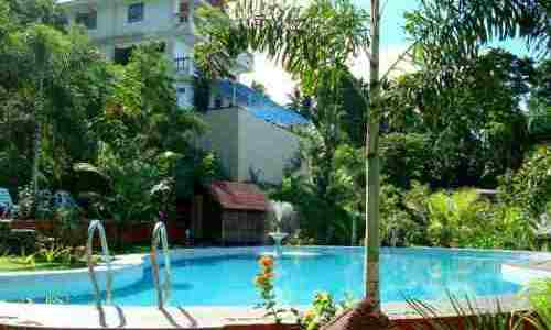 Hof Gorei Beach Resort swimming pool