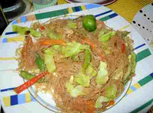 A nice Philippine cuisine called Pancit Bihon