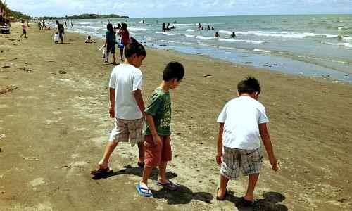 Baybay Beach Picnickers